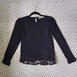 NAVY TOP WITH LACE DETAIL. Sz XS.
